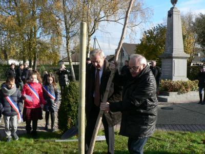 Plantation de l'arbre du Conseil municipal des Jeunes